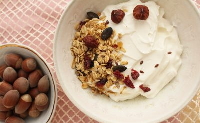 granola-grški-jogurt-fruštek
