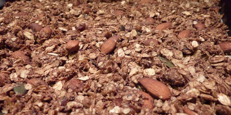 Domača granola Fruštek mandlji in kakav